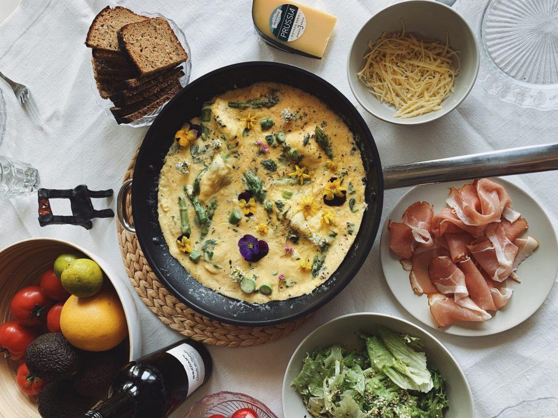 Frittata su sūriu ir šparagais